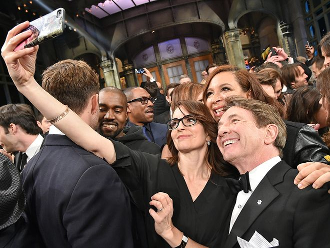 Star Tracks: Monday, February 16, 2015 | SNAP HAPPY | With the three-and-a-half hour special over, it's time to celebrate with a selfie for Tina Fey, Maya Rudolph and Martin Short.