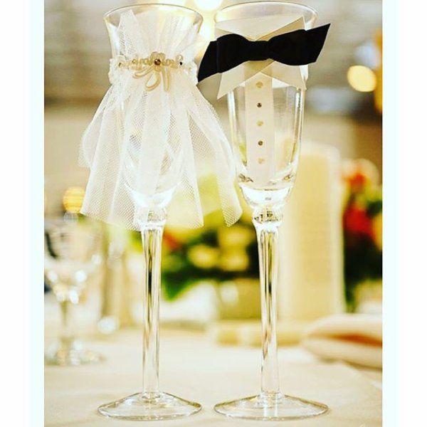 ウェディングの簡単DIY。グラスドレスを作ってみませんか。100均でグラスと飾り付けを買うだけなので、低予算なのにこんなに可愛い!