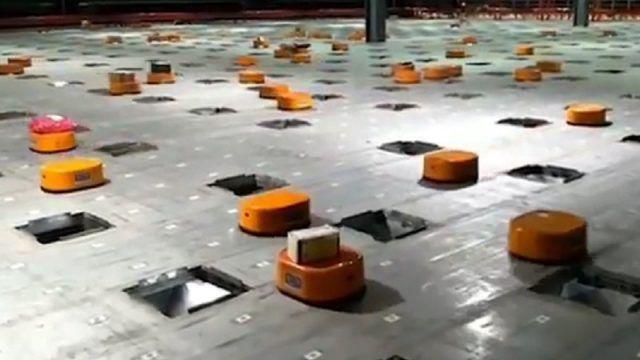Ένας στρατός από ρομπότ δουλεύει ασταμάτητα 24/7 σε ένα κέντρο διαλογής της εταιρείας μεταφορών STO Express στο Tianjin της Κίνας. Τα μικρά πορτοκαλί ρομπότ εντοπίζουν αυτόματα κάθε πακέτο μέσω ενός κώδικα QR και το αποθέτουν στην υποδεικνυόμενη θέση, εξασφαλίζοντας έτσι […]