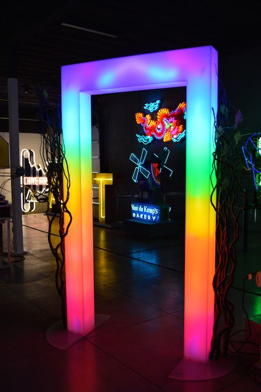 Museum of Neon Art, LA