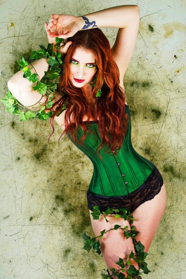 how to make a poison ivy costume with a corset