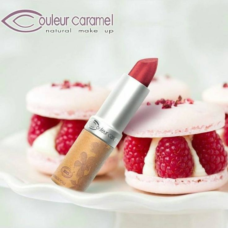 """""""A slick of lipstick makes the weekend extra sweet. Happy Friday! #prettypout #naturalmakeup #nottestedonanimals #ecofriendly #madeinitaly #madeinfrance"""""""