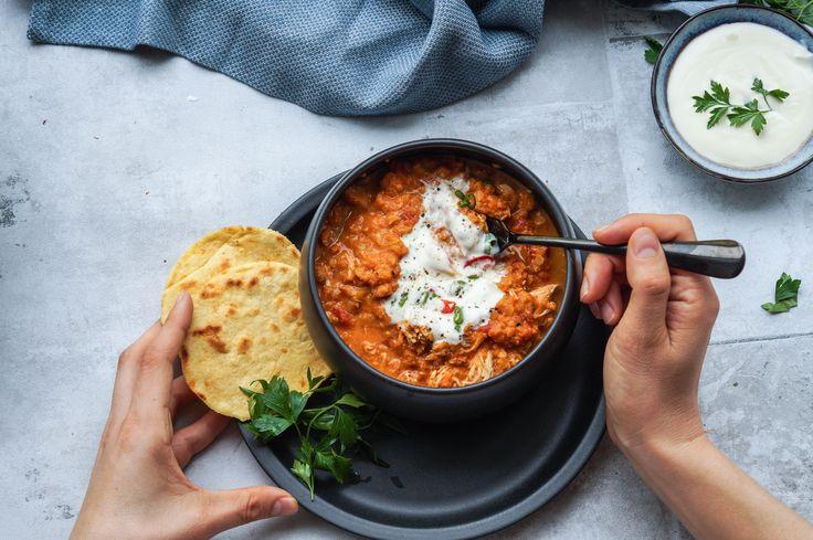 Indisk dahl har den lækreste krydrede smag, men hvis du spørger mig mangler der lidt at tygge på. Derfor har jeg tilsat kylling, og resultatet var så godt