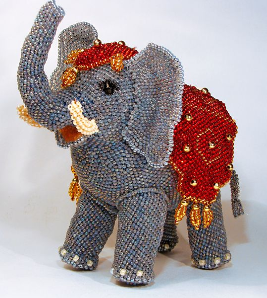 Vera Orlova is talanted bead artist from Russia. She makes amazing beaded design accessories and