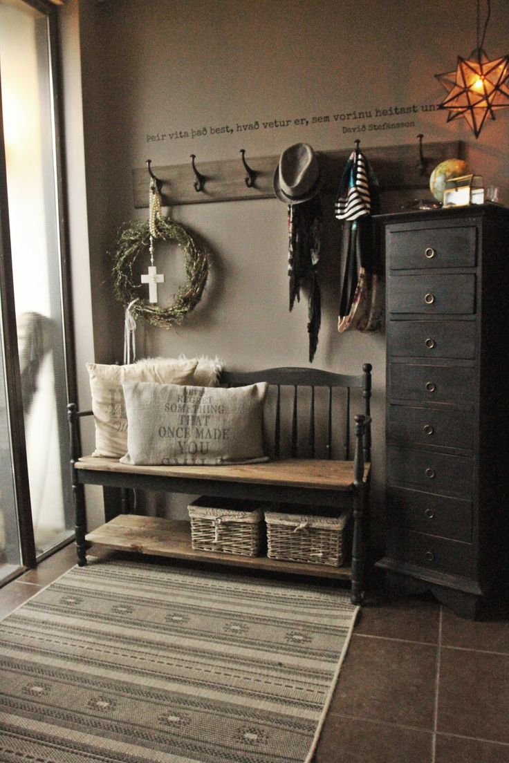 In fact, there's a DIY project in every room of the house, from the benches in the foyer and dining room, the shelves in the living room and more. (Like this bench!)