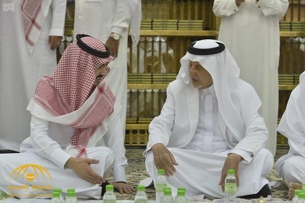 بالصور الأمير خالد الفيصل ونائبه يشاركان رجال الأمن طعام الإفطار في المسجد الحرام Fashion Coat Lab Coat