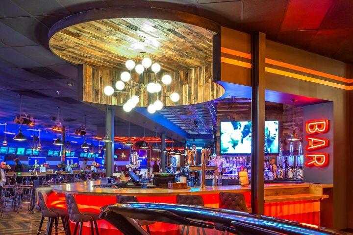 109 best bar brasserie club pub images on pinterest for Gil arredamenti