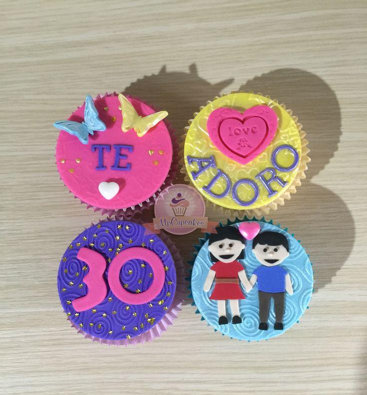 Cupcakes para aniversario. Cupcakes con letras y corazones cupcakes para novios. Cupcakes de amor
