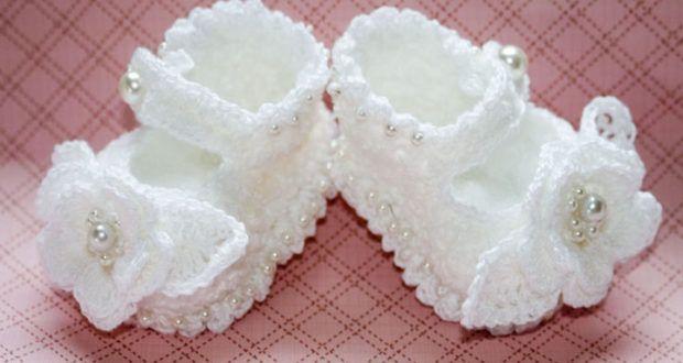 Beyaz,çiçekli,bebek,patikleri
