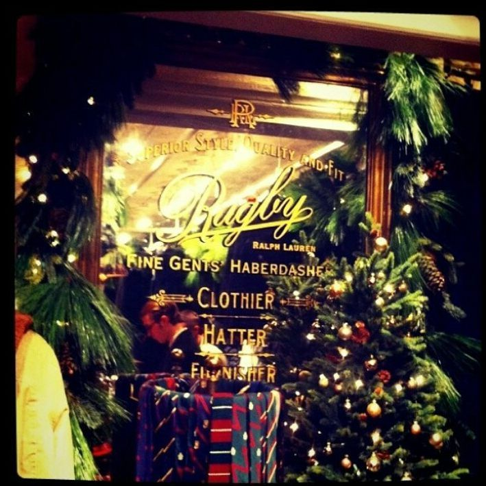 Merry Little Christmas 2011.Taylorswift The Rugby Store So Much Christmas In Here 22