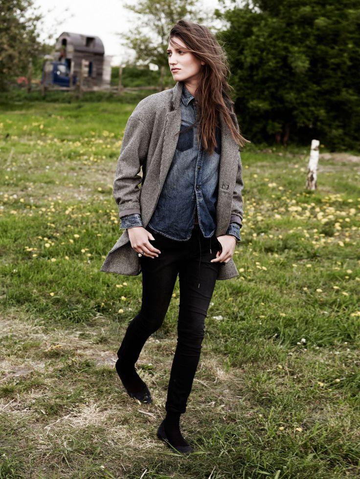 ,Androgynous Style, Black Skinny, Fashion, Boyish Style, Denim Shirts, Grey Cardigan, Scotch Sodas, Black Jeans, Dark Denim