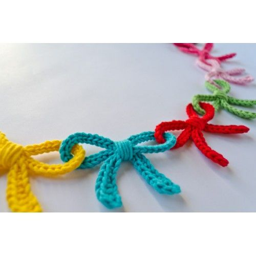 Garland of Colorful Bows Crochet Pattern so pretty and could use colors for holidays, like reds and pinks for valentines day decorations