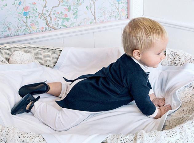 Vestiti Battesimo bambino, ecco le proposte più originali ed eleganti per la primavera estate. Aletta, Chicco, Brums, Il Gufo e tante altre collezioni per vestire in modo impeccabile i vostri bambini nel giorno speciale del loro Battesimo.