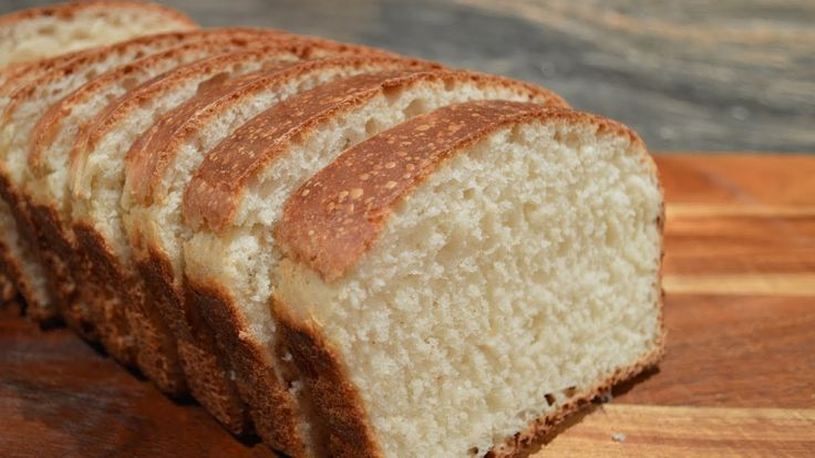 Pain de mie maison - Recette facile et inratable.  Je me suis mise en quête de la recette d'un pain de mie parfait. J'ai fait plusieurs tests et ajustements des ingrédients jusqu'à ce que j'arrive à ce pain de mie délicieux, super moelleux, aéré, léger et inratable. Ce pain maison est une vraie merveille tant au niveau du goût qu'au niveau de la texture. L'essayer c'est l'adopter, je vous le promets!   FACEBOOK: @KateHacks YOUTUBE: youtube.com/KateHacks