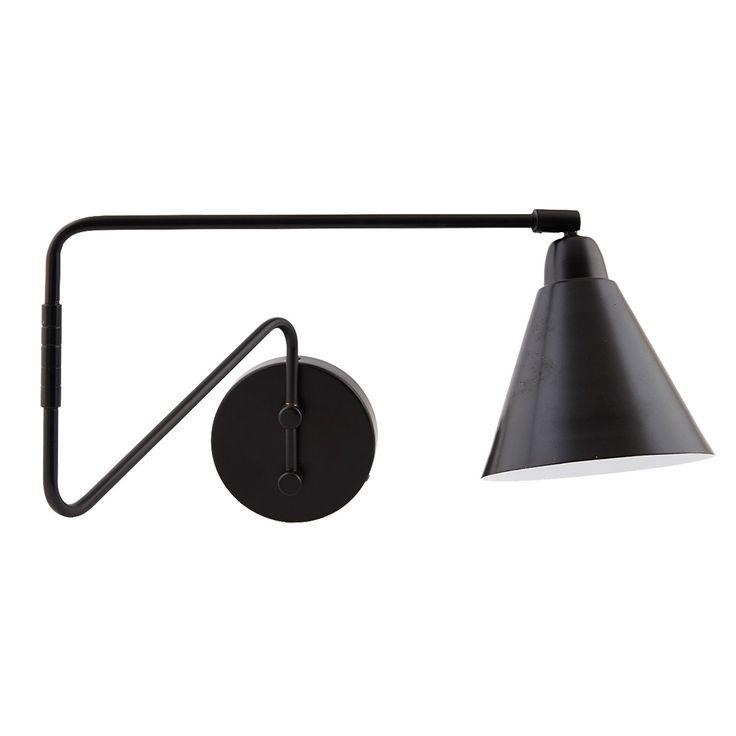 Game vegglampe M fra House Doctor. En dekorativ vegglampe produsert i jern. Lampen blir en fin detal...