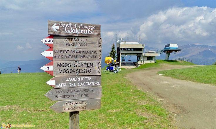 Alta Val Pusteria - Il cartelli che indicano il Sentiero delle Fiabe