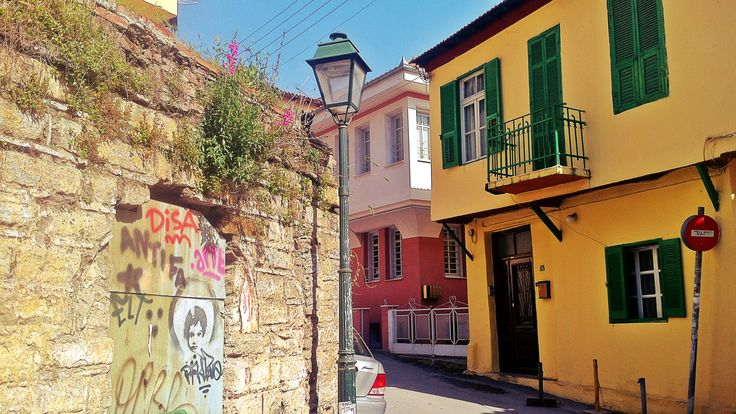 The fount of the colorful Zan Moreas Street. (Walking Thessaloniki, Route 09 - Upper Town a)