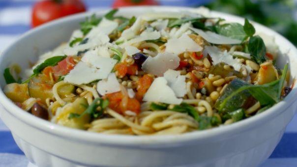 Eén - Dagelijkse kost - keigemakkelijke spaghetti met tomaat en courgette