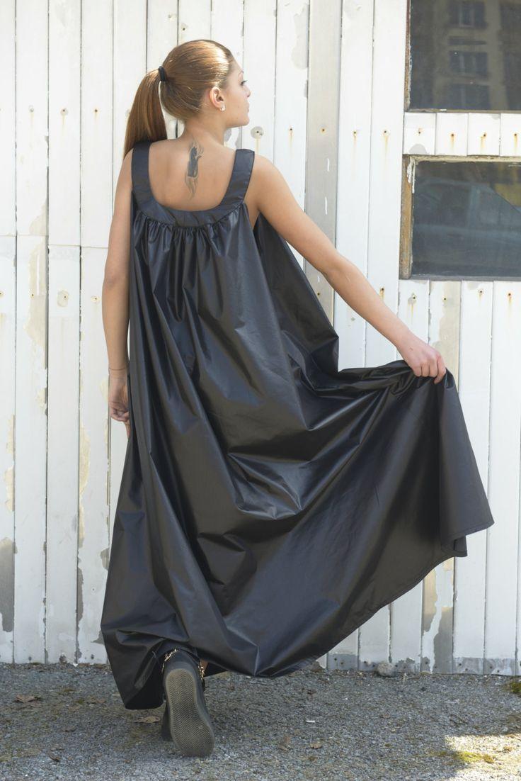 Black long dress sleeveless drop