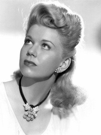 Doris Day.Doris Day (born Doris Mary Ann Kappelhoff, April 3, 1922 or 1924) is an American actress, singer, and animal rights activist.