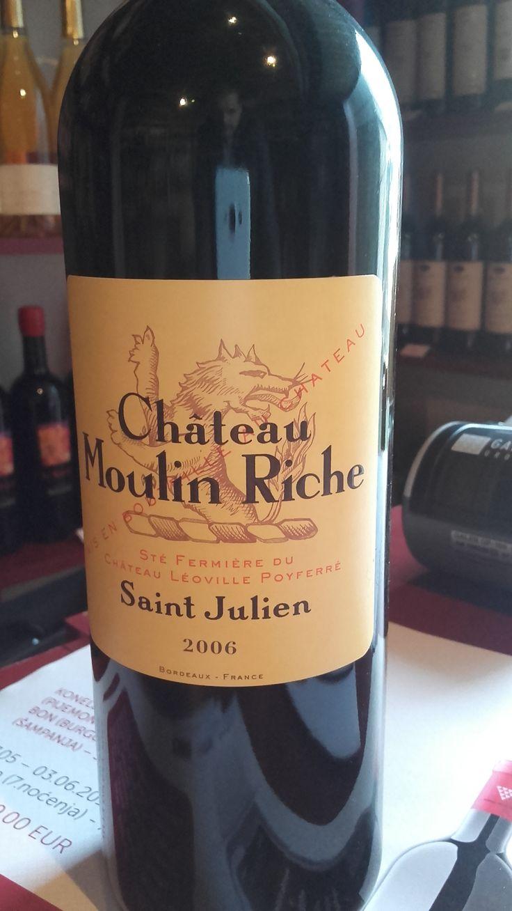 Chateau Moulin Riche Grand Cru 2006 Vrhunsko vino lepe rubin crvene boje sa prelivima boje nara. Intenzivne arome sušenog voća i nežnih tanina.  Procenat alkohola: 13% Cena: 7.800 dinara Vino je direktno stiglo iz podruma proizvođača i poseduje kompletnu dokumentaciju o poreklu. Za sve ostale informacije u vezi vina pozovite 011/7113938 ili 063/238322 ili dođite u našu vinoteku.