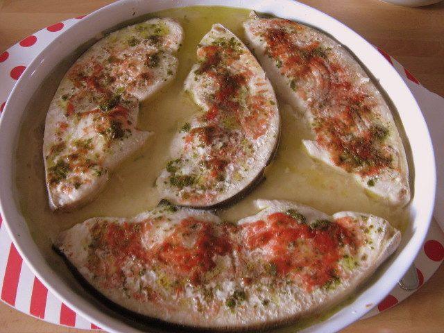 Semplice e leggero, adatto ad ogni stagione.   Ingredienti per 4 persone:  4 fette di pesce spada (circa 800 gr. totali)  sale aroma...