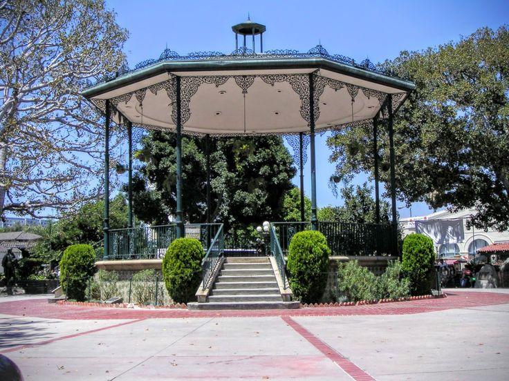 KIOSKO @ LA PLACITA - OLVERA STREET, L.A.