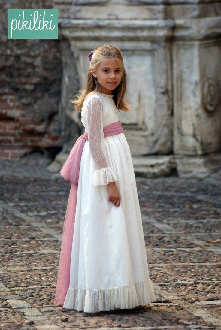 PIKILIKI es una marca de ropa infantil a medida. Trajes para Arras,1ª Comuniones, colección de baño, Colección Homewear con Batas y camisones.