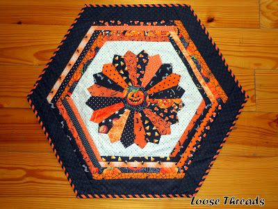 Loose Threads: Wicked Blog Hop Halloween Table Topper