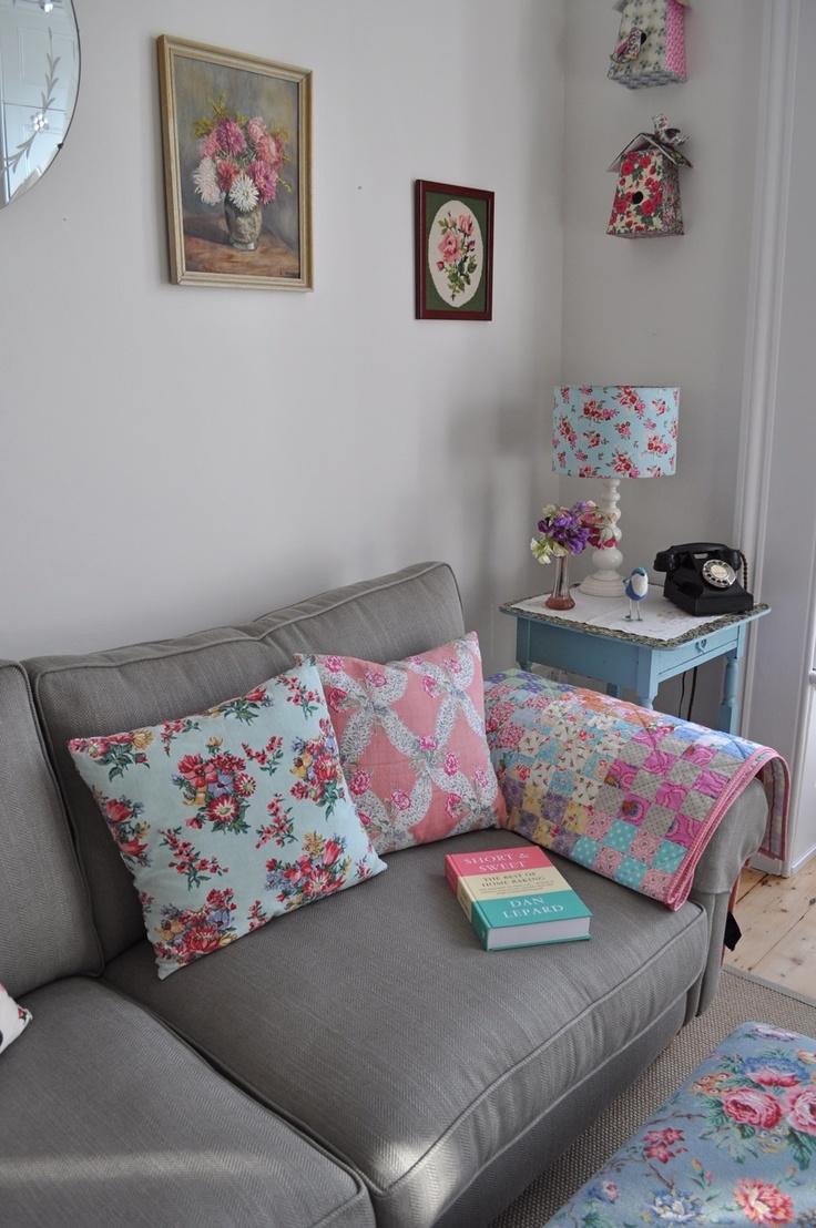almofadas e mantas p/ o sofá