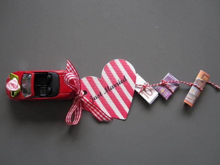 Origininell Bargeld zur Hochzeit in einer schönen Geschenkbox verschenken anstatt im langweiligen Briefumschlag! Da wird sich das Brautpaar sicher rie