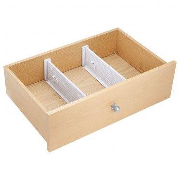 Наши разделители помогут сохранить порядок в выдвижном ящике комода или кухонного шкафа. Разделитель состоит из двух частей, которые раздвигаются на нужную длину и фиксируются защелкой. На концах разделителя мягкие наклейки из полиуретана, которые защищают мебель от царапин.2 разделителя Высота 10 см Для ящиков глубиной от 33,7 до 51,4 см