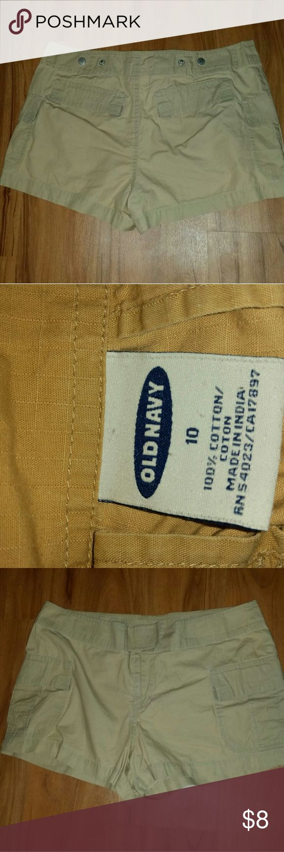 Old navy cargo short.  Very lightly worn. Comfortable shorts for summer-like weather. Old Navy Shorts Cargos