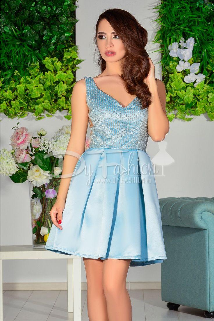 Este o superba rochie scurta de ocazie de culoare bleo din tafta si aplicatii de sclipici la bust. Fusta rochiei este in pliuri si are insertii de tull. rochie scurta bleo de ocazie din tafta are sclipici...