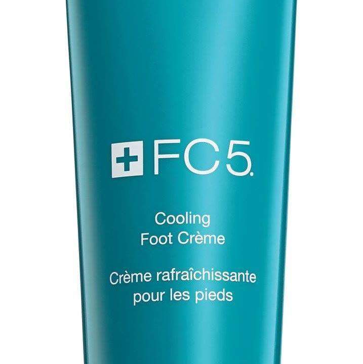 Dowiedz się, jakie kosmetyki zabrać ze sobą w podróż. Redakcja portalu KobietaMag.pl rekomenduje Chłodzący krem do stóp Arbonne z kolekcji FC5 jako jeden z kosmetyków, które sprawdzą się podczas wycieczki.http://kobietamag.pl/gotowa-majowke-sprawdz-urodowych-pomyslow-ktore-ci-tym-pomoga/2/