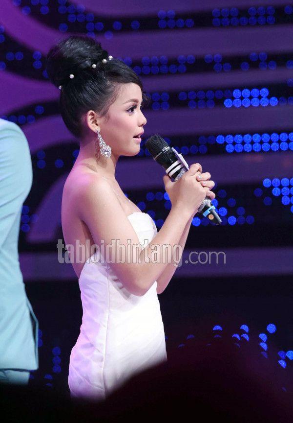Putri D Academy 4 Bicara Soal Pingsan Dapat Hadiah Rumah, Mobil, Apartemen dan Paket Haji- Umrah di Grand Final - Polah | Tabloidbintang.com
