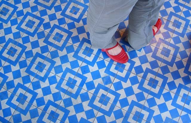 I love the blue floor tile in Silver Lake's Intelligentsia Coffee! Too expensive for me :( www.granadatile.c...