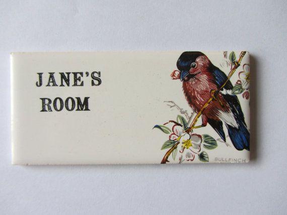 Inspirational  hnliche Artikel wie Alte T r Namensschild Plakette Unbenutzt Englische Keramik Retro Kitsch Janes Zimmer Jahre auf Etsy