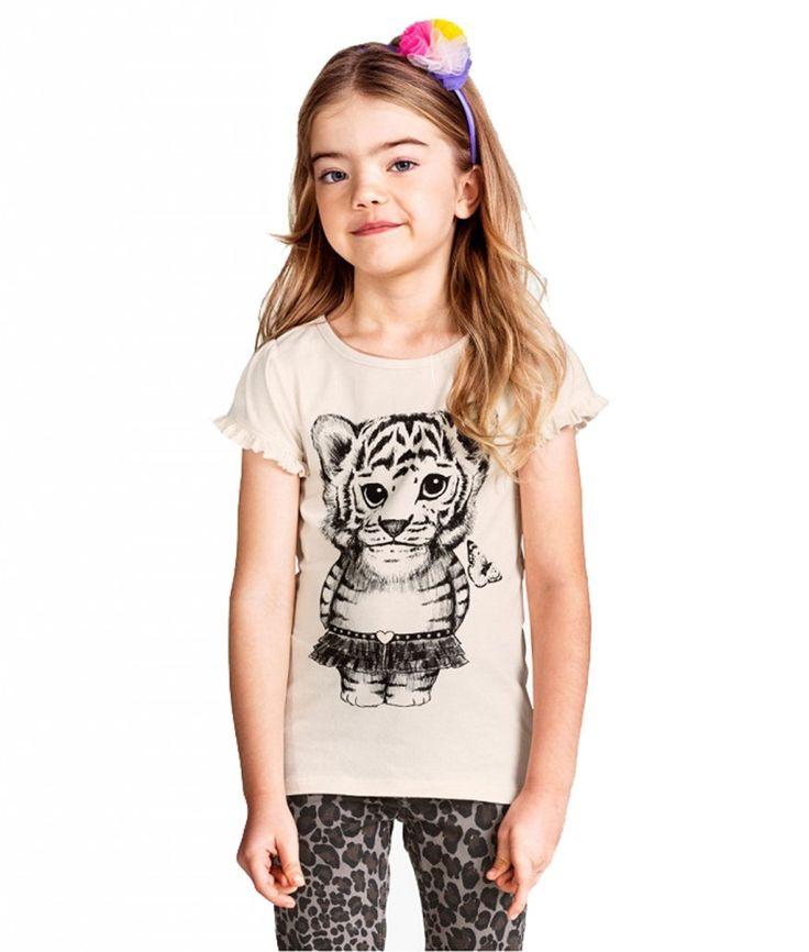 TIGER BALERINA BEIGE TEE | Kaos anak dengan bahan cotton yang nyaman untuk bermain di rumah dan tetap stylish untuk bepergian, warna beige dengan gambar macan balerina.