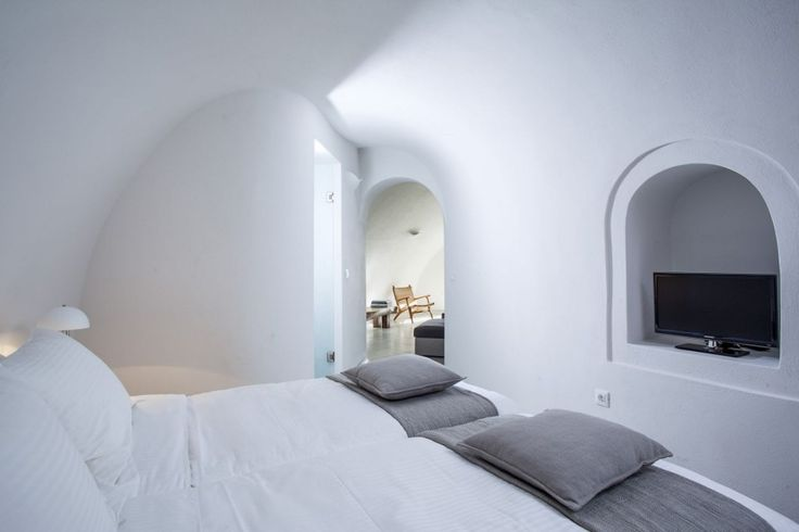 Villa Dianthe is located on the rim of the cliff at the village of Imerovigli with the world's most beautiful scenery. The architecture is a perfect example of the beauty in a typical Cycladic style and color. Dianthe owns the very best spot at the bay of Imerovigli.