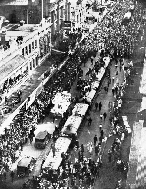 Procession for Bert Hinkler and his plane in Queen Street - Brisbane 1928