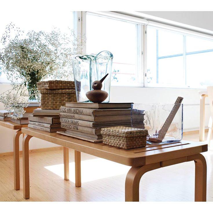 Banco 153A de Alvar Aalto para #Artek diseñado en 1945. Simple y elegante, el diseño funcional de este clásico complementa múltiples ambientes.