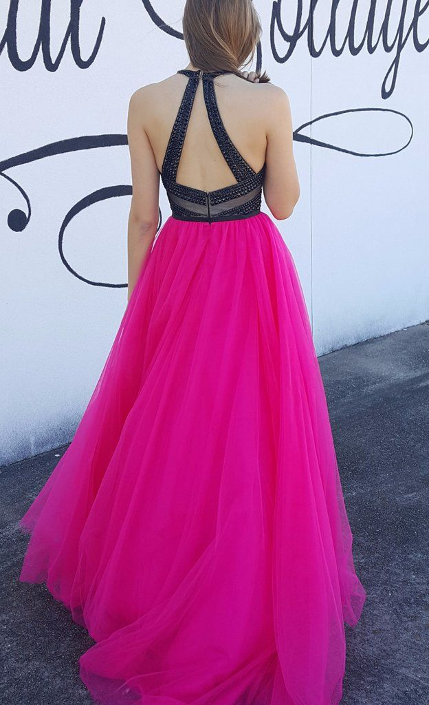 This stunning Lucci Lu dress in hot pink and black is perfectly bold! The open back and full tulle skirt are great for the gal who wants to stand out at her eve