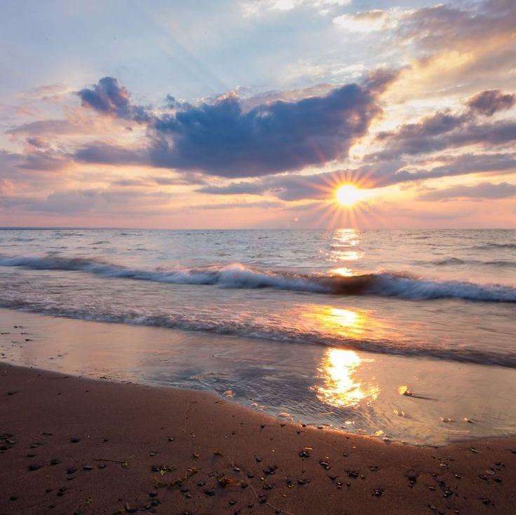 Long exposure. Lake Ontario Beach, St. Catharines, Canada. #photography #photo #photos #capture #ontario #canon #instaphoto #art #artist #6d #photodaily #splendid_earth #gramslayers #agameoftones #optoutside #discoverearth #exploretheglobe #nakedplanet #places_wow #beach #sunset #lakeontario