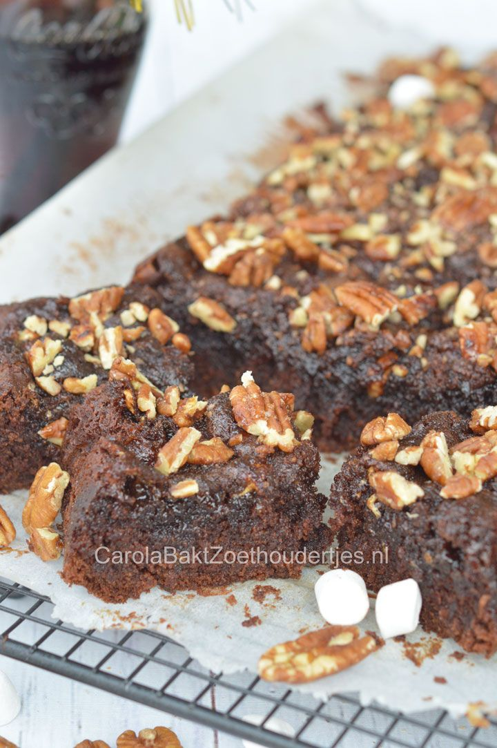 Coca cola brownie met mashmallows en pecannoten