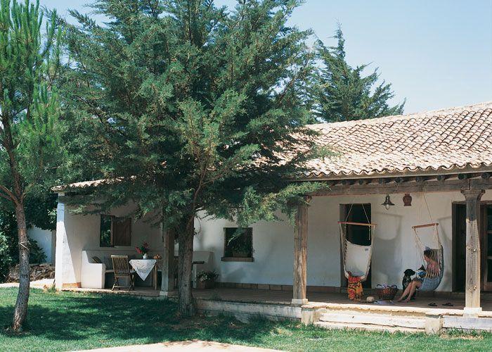 Casa y campo las 25 claves de la fachada r stica for Amaru en la puerta de un jardin
