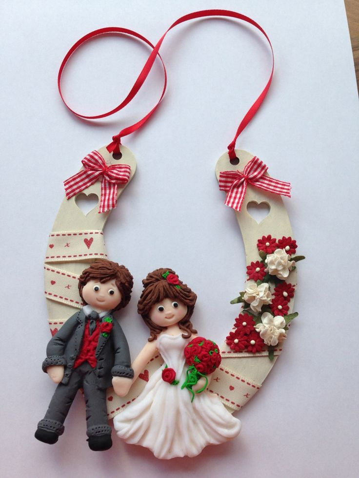 Wedding horseshoe made from Sugar Buttons mould, Fimo and mdf horseshoe....no link, just photo