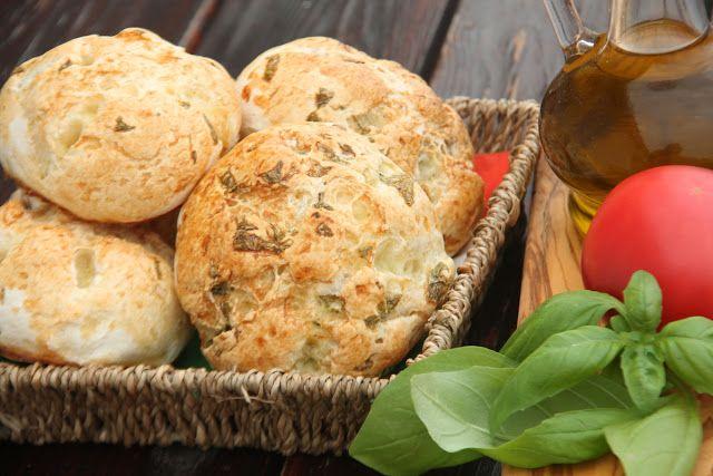 Kuchnia bezglutenowa: Bezglutenowe bułki rozetki z bazylią
