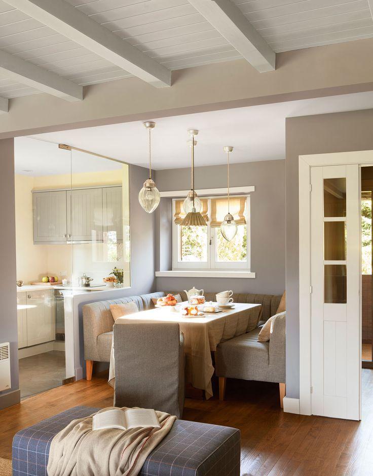 Office contiguo a cocina con bancos y abierto al salón