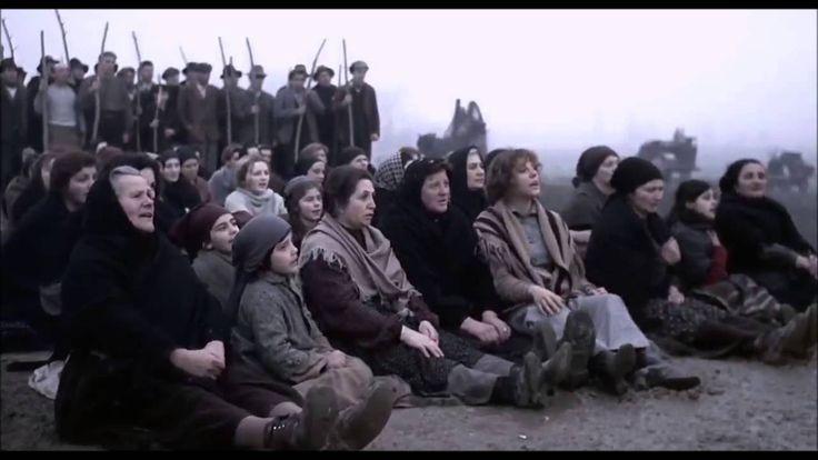 """""""La Lega"""" (sebben che siamo donne). Canzone popolare nato tra il 1900 e il 1914 nella valle padana. La prima canzone di lotta proletaria al femminile. Una testimonianza dell'evoluzione politica della donna lavoratrice. Video: Scena tratta dal film """"Novecento"""" di Bernardo Bertolucci, cantata dagli """"Encardia"""""""